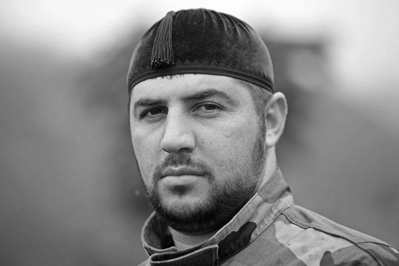 Солдат из охраны Президента Ингушетии Юнус-бека Евкурова, Назрань. «Мир вашему дому, салям малейкум»