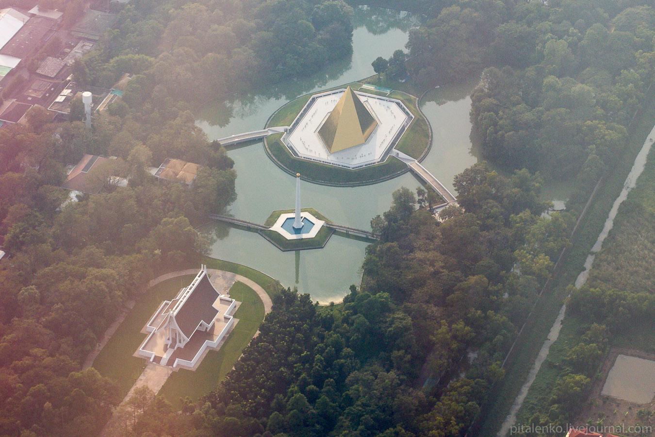 Инопланетная база в Бангкоке