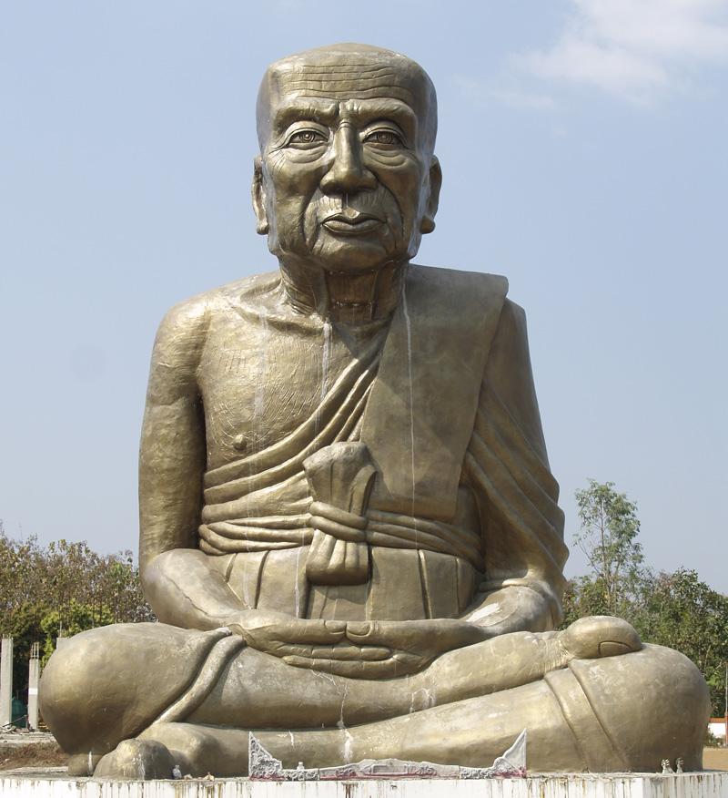 Одна из статуй в монастыре