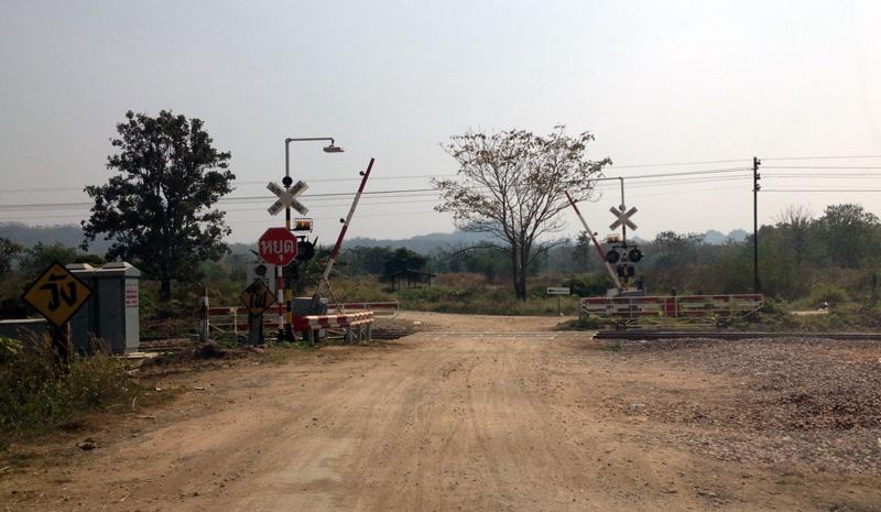 Железнодорожный переезд в Таиланде