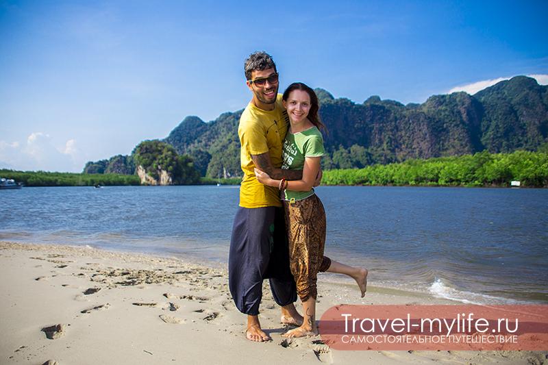 Мы с Никой на юге Таиланда, провинция Краби, бухта Ао Тхалане. Весь день плавали на каяках, выбрались на маленький островок, образовавшийся из-за отлива, где сделали эту фотографию.