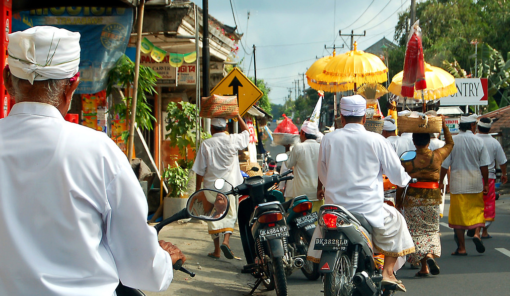 bali_ceremony_traffic_jam