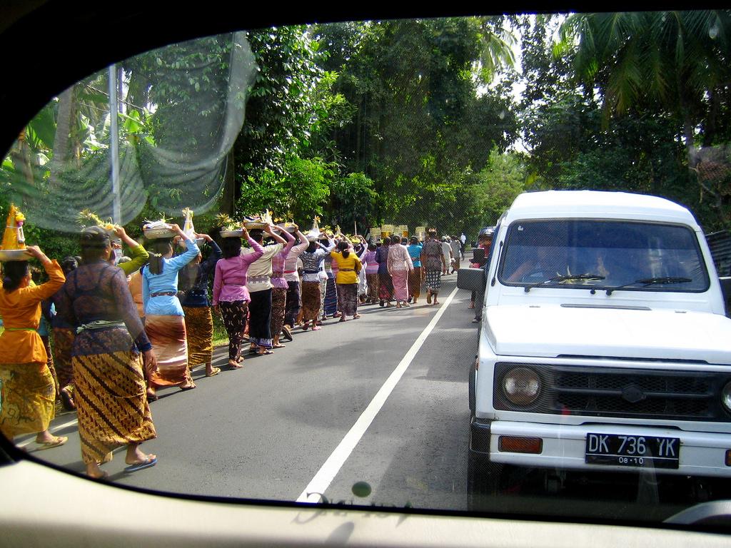 bali_ceremony_trafic_jam