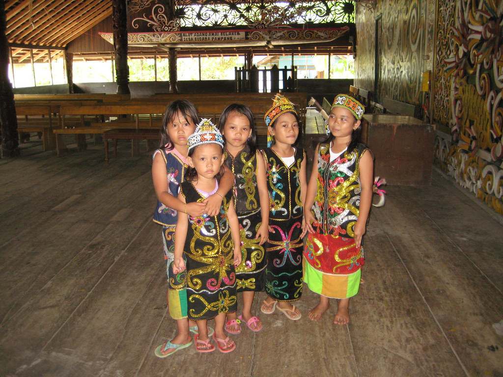 dayak_children